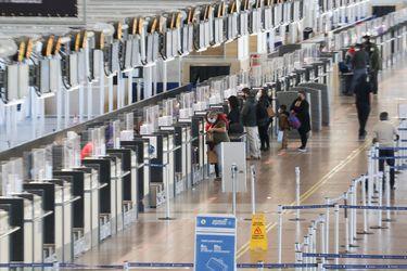 Concesionaria del aeropuerto de Santiago recurre a panel técnico y presiona al MOP para negociar una salida económica