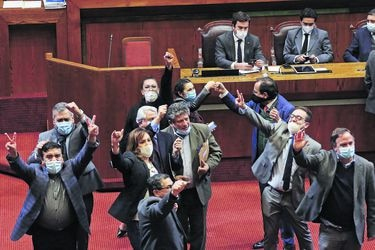 Gobierno no logra revertir desmarque oficialista y sufre histórica derrota en la Cámara