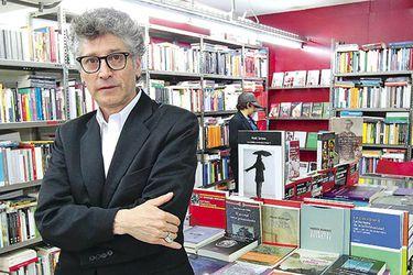 """Sergio Parra, poeta, librero y galerista: """"Cerramos Metales Pesados Visual porque no hay mercado para nuestra propuesta"""""""