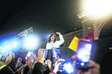 Argentina's former President Cristina Fernandez de Kirchner waves to supporters after the (45511359)