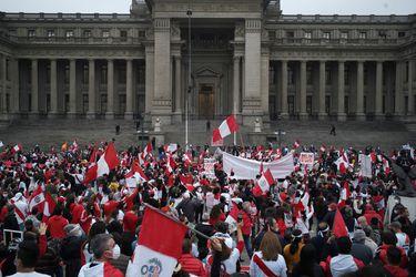 Ministerio de Defensa de Perú dice que pronunciamiento de ex altos mandos militares sobre elecciones no representa a las FF. AA.