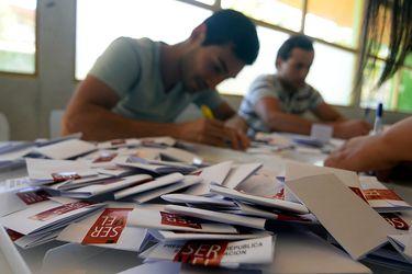 Cuánto cuesta una elección: Las cifras y la discusión por el factor económico que instaló Piñera