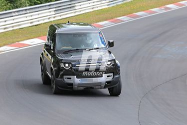 El Land Rover Defender con motor V8 se pone a punto en Nürburgring