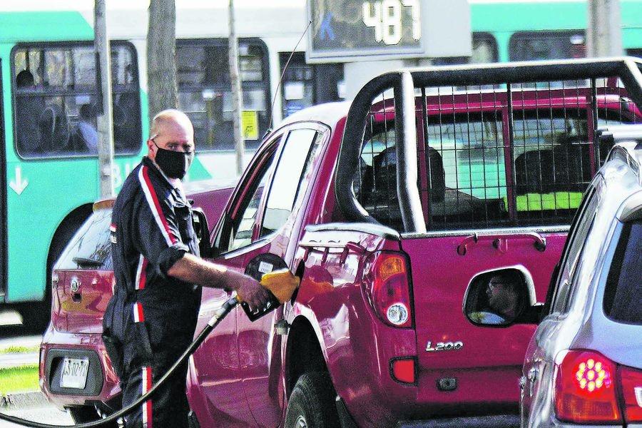 Venta de combustibles anota fuerte alza en diciembre y supera los niveles del año pasado
