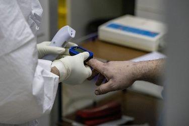 Así muere un paciente con Covid según el video de un médico; Chile ya recibió más de 5.000 vacunas y Pfizer prepara inicio de inoculación y una familia entera se puede contagiar en un cumpleaños: tres cosas que aprendimos del coronavirus esta semana