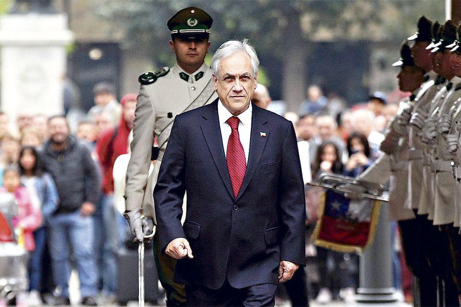 Presidente Piñera es recibido con honores por la guardia de palacio 16/10/18.