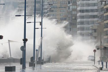 Marejadas afectan a borde costero de Vina Del Mar. 29/01/2017