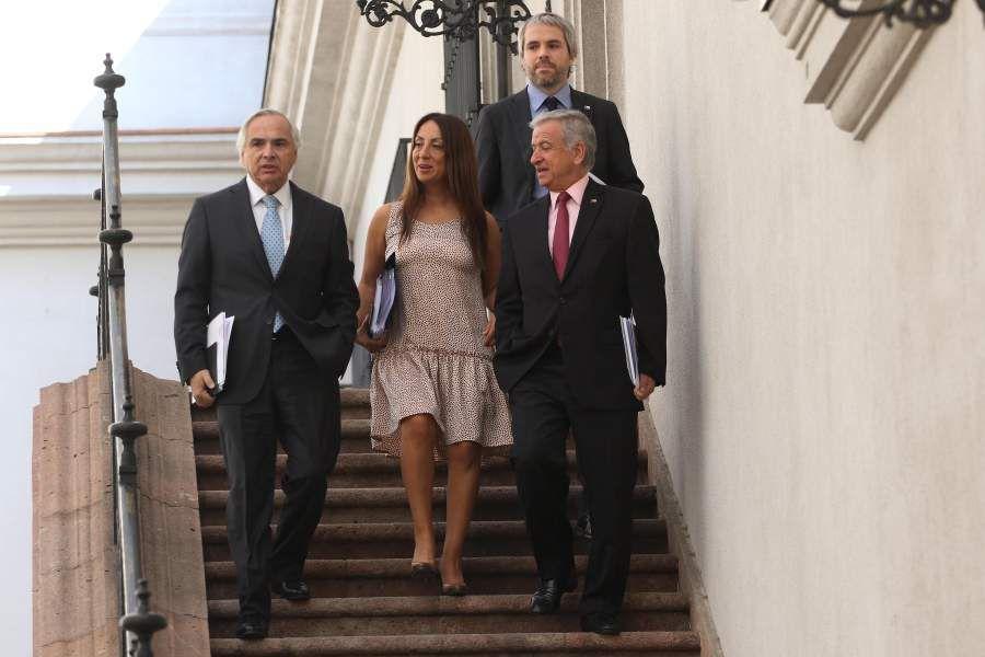 Ministros se dirigen al Comité Político