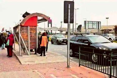 """""""¡Fuerza, Chile!"""": en Concepción instalan paradero de micros al medio de una ciclovía"""