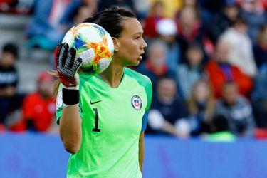 El fútbol chileno es una mujer: cómo Tiane Endler gana en foco y valoración a sus compatriotas varones