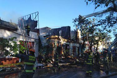 Bomberos controlan incendio que afectó cinco viviendas en Barrio Yungay