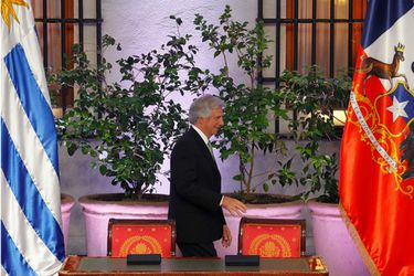 Coalición de gobierno uruguaya posterga votación de TLC con Chile