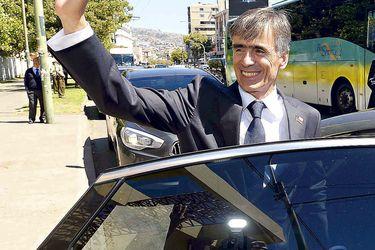 Ministros Electos se retiran en los Automóviles del Ministerio