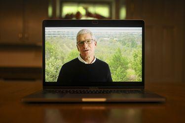 Con 60 años, Tim Cook duda que esté en Apple por una década más