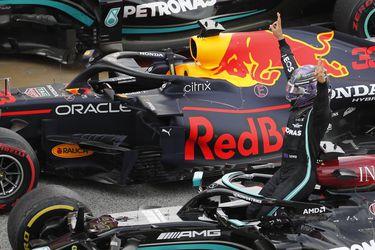 Hamilton se lleva una carrera de resistencia y estrategia en Montmeló
