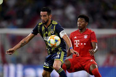 Mauricio Isla tiene un pie fuera del Fenerbahçe