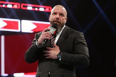 """Triple H fue operado debido un """"evento cardíaco"""""""