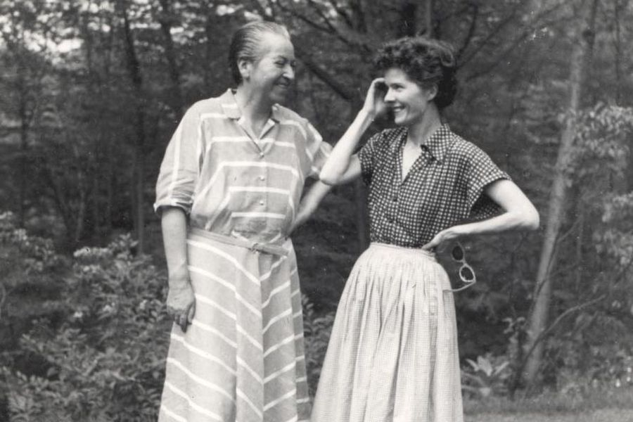 Gabriela Mistral y Doris Dana. Foto: archivo