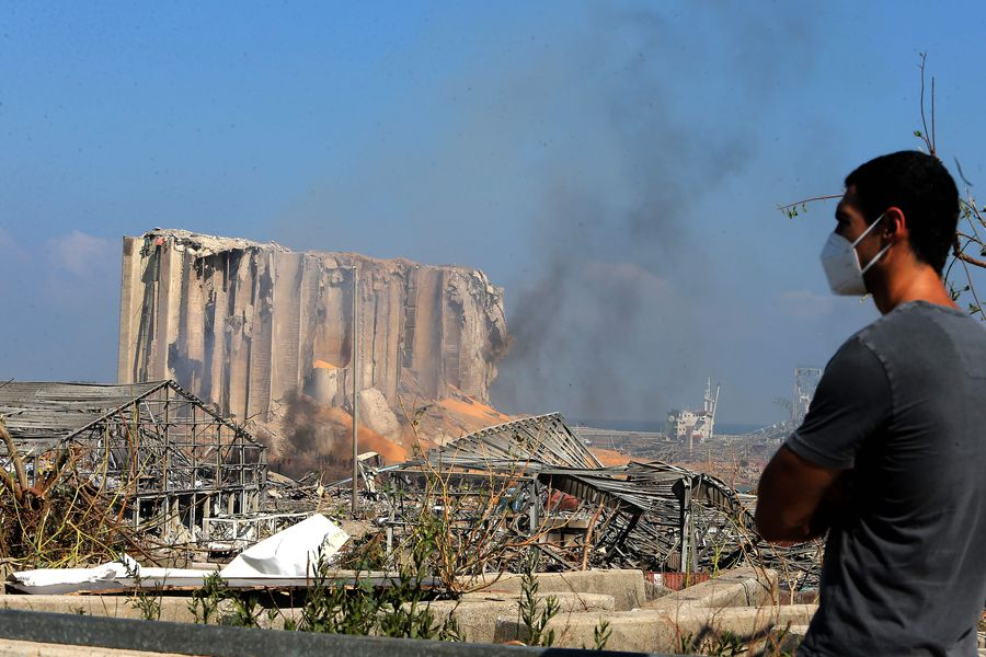 Crece tensión tras explosión en Beirut: Manifestantes toman por asalto el ministerio de Relaciones Exteriores