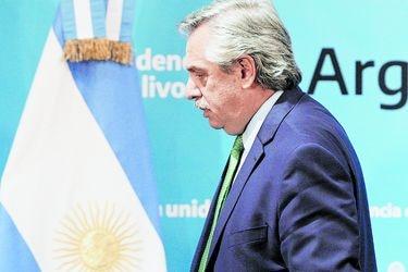 Crisis del Covid-19 le pasa la cuenta a Alberto Fernández