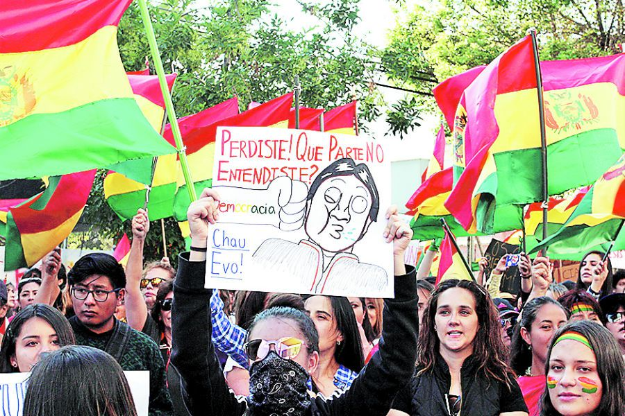 Women hold a sign during a protest against Bolivia 's President Evo in La Paz (47203199)