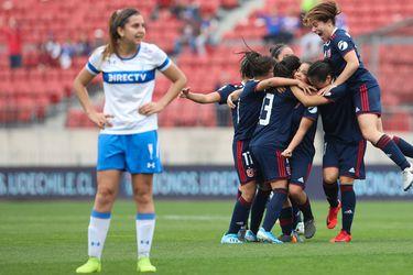 Las jugadoras de la U festejan uno de los goles azules ante la Universidad Católica, el pasado 25 de agosto en el Estadio Nacional. (Foto: www.udechile.cl).