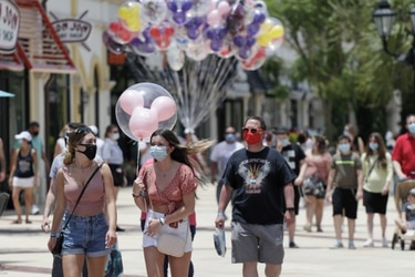 Florida registra más 15 mil casos nuevos diarios de Covid-19 y supera récord de Nueva York