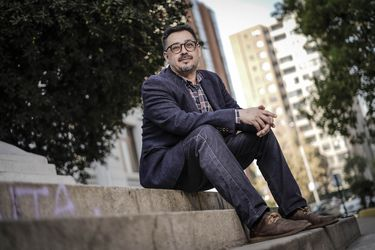 """Fernando Carmona, jefe programático de Daniel Jadue: """"Nuestro esfuerzo principal no está en hacernos cargo del temor de los empresarios"""""""
