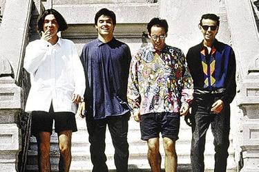 Amor violento, corazones y resplandor: alistan el primer gran libro sobre la música chilena de los 90