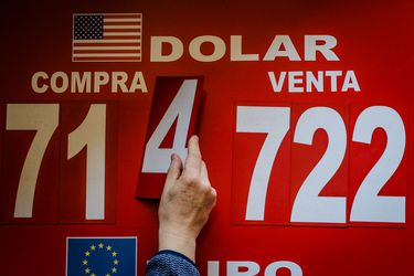 El dólar acentúa su tendencia y alcanza su cota más baja en dos semanas