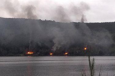 Se registra ataque incendiario múltiple a viviendas a orillas del Lago Lanalhue