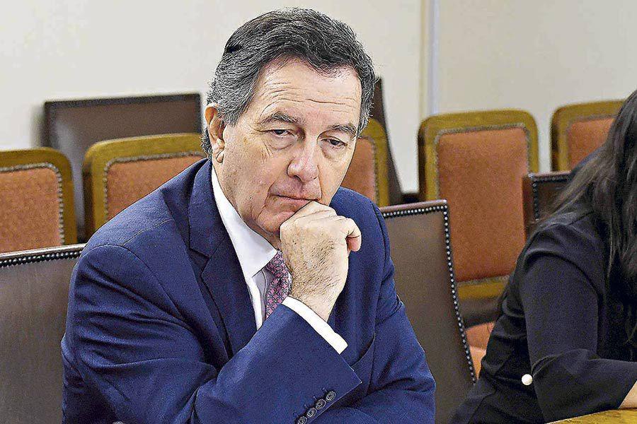 El excanciller Roberto Ampuero es reemplazado por Teodoro Ribera.