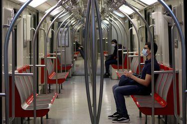 Metro y movilidad social: Investigación dice que escolares que estudiaron en otras comunas gracias a Línea 4 ganan sueldos más altos que sus padres