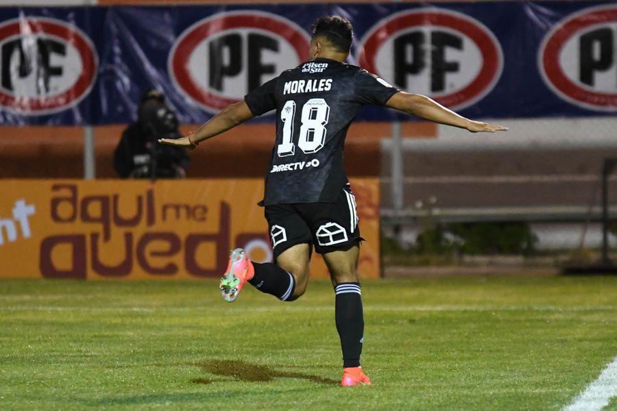 Iván Morales, jugador de Colo Colo, celebra el 0-2 a Cobresal, que terminaría dándole la victoria al Cacique en El Salvador. Foto: AgenciaUno.