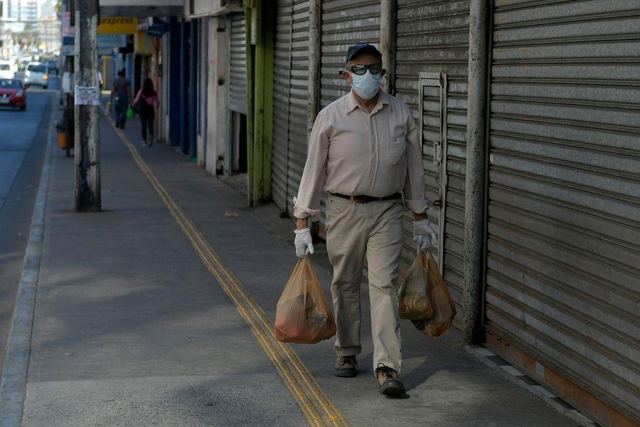 Ventas presenciales del comercio en la RM anotan caída histórica y gremio pide medidas al gobierno