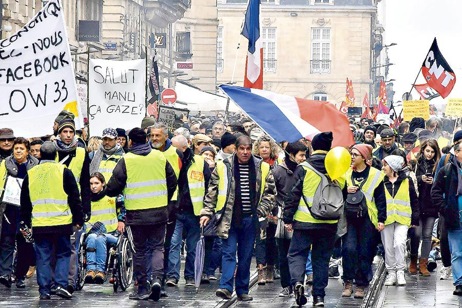 _Yellow-Vest_-(Gilet-Jaune)-movement-suppor-(44582600)