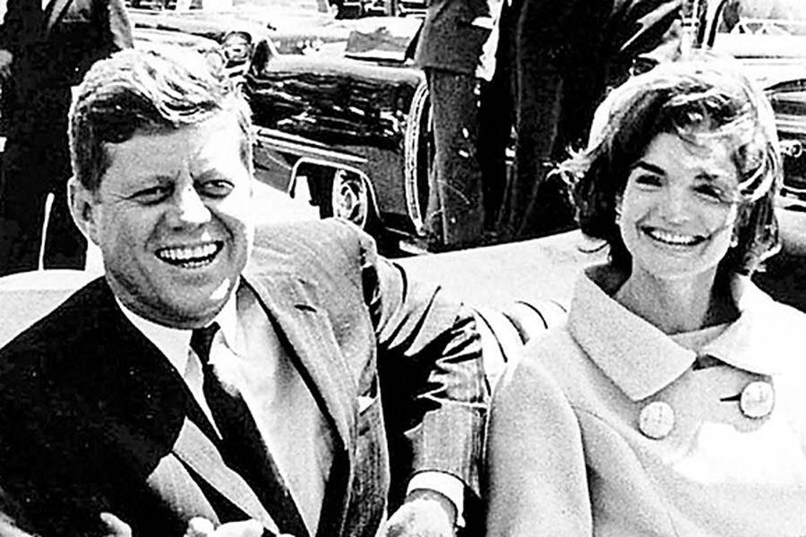 JFK y la primera dama Jacqueline Kennedy, el 3 de mayo de 1961, en Washington.