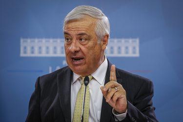 """Ministro Mañalich por Estado de Catástrofe: """"Necesitamos fiscalizar el cumplimiento de la cuarentena"""""""