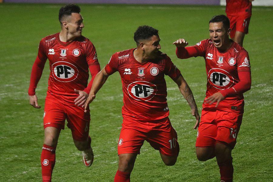Jeisson Vargas celebra el segundo gol de Unión La Calera sobre O'Higgins.
