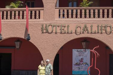 """Eagles denuncia a hotel mexicano por lucrarse con nombre """"Hotel California"""""""