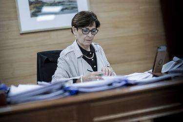 """""""Maltrato"""" y """"gritos a viva voz"""": los detalles de la investigación contra  la presidenta del TC, María Luisa Brahm"""