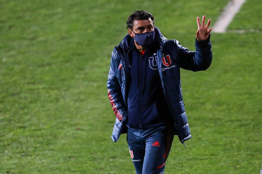 Esteban Valencia seguirá como técnico de la U hasta fin de año.