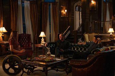 Barbara Gordon confronta a Bruce Wayne por la muerte de su padre en un nuevo clip de la tercera temporada Titans