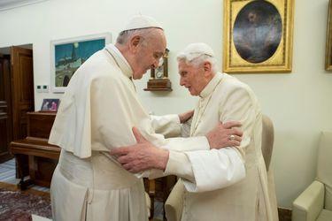Celibato de los sacerdotes: La inédita disputa protagonizada por Benedicto XVI y el Papa Francisco