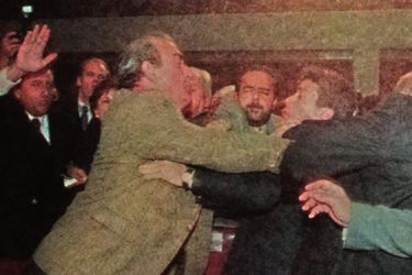 1999-pelea-congreso-rene-manuel-garcia-alejandro-navarro-2