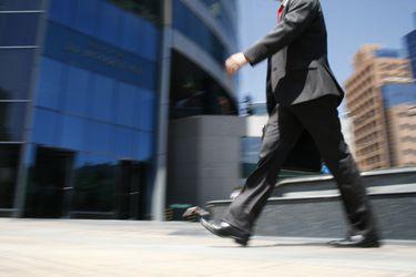Efecto pandemia: Hasta 45% caen los sueldos de altos ejecutivos de empresas que cotizan en bolsa