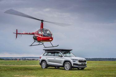 ¿Qué hace este helicóptero posándose sobre un Škoda Kodiaq?