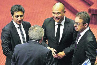 Diputados de oposición exploran temas para conversar con el gobierno