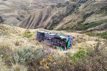 Perú: mueren 27 mineros y 16 quedan heridos tras caída de  bus a barranco en carretera de la región de Ayacucho