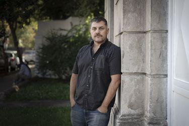 """Guillermo Calderón, dramaturgo y guionista chileno: """"Hay que correr a buscar los formatos que permitan que el teatro sobreviva"""""""